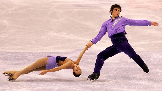Rockne Brubaker and Keauna McLaughlin perform a death spiral at the U.S. National pairs in 2008.