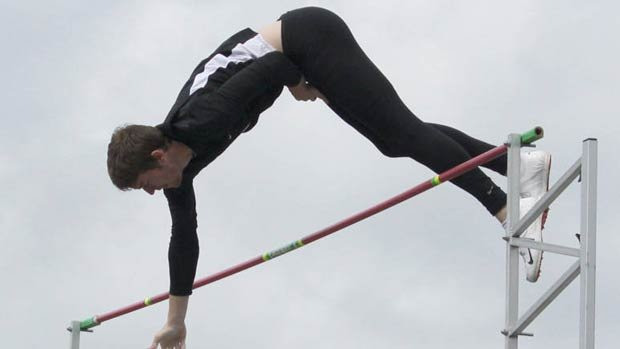 Jeremy Klas set a new school record over the weekend, clearning 17-9 (5.41m) in the pole vault (Photo: Univ. of Idaho Athletics)