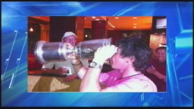 Rory McIlroy, from Ireland, Tweeted a picture of himself drinking from the US Open trophy (Photo: Twitter)