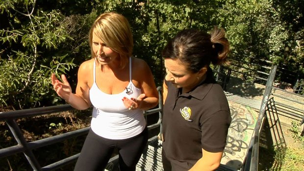 Leslie Lowe showed SWX's Michelle Dapper what fun you can have on the stairs. (Photo: SWX)