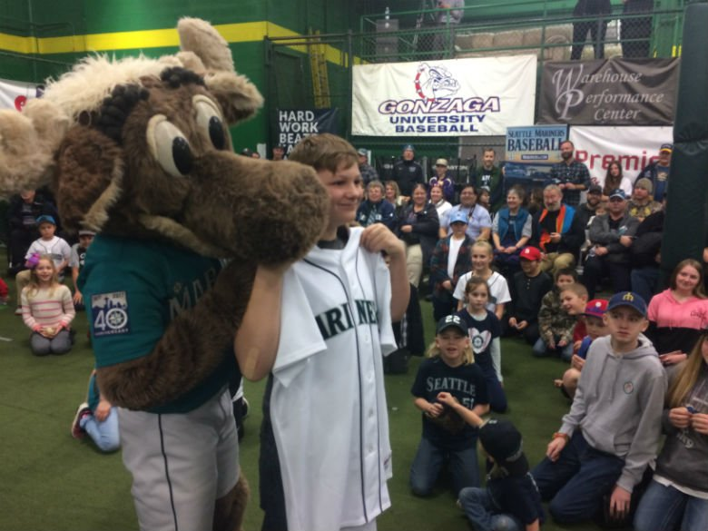 Many Mariners fans won prizes through a raffle