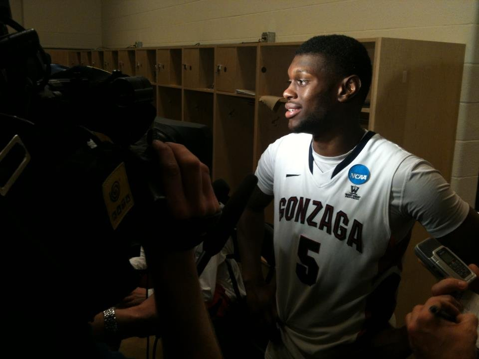  Gary Bell Jr. spoke with reporters in the locker room after Thursday's win in Pittsburgh. (Photo: SWX)