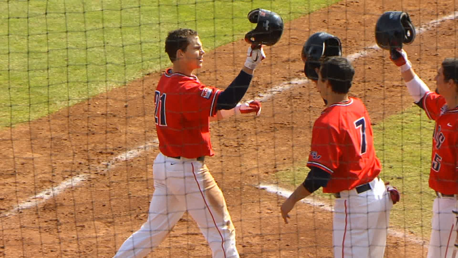  Royce Bollinger hit two home runs in Sunday's win over Hawaii (Photo: SWX)
