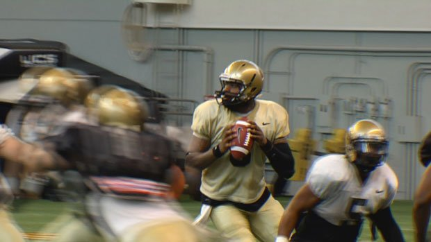 "© Head coach Robb Akey said the quarterback race is far from over, saying only ""they're gaining ground"". (Photo: SWX)"