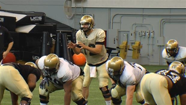 Quarterbacks Taylor Davis (pictured) and Dominique Blackman continue to split the snaps at spring practice (Photo: SWX)