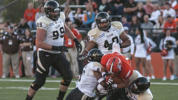 © The Vandals defense played better in the second half than they did in the first, but they could not contain Bowling Green's quarterback (Photo: Univ. of Idaho Athletics)