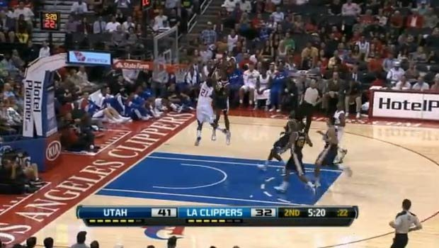 Jeremy Evans dunks over Ronny Turiaf (YouTube)