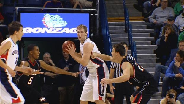 © Freshman Przemek Karnowski scored 17 points in his debut with the Zags last Saturday (Photo: SWX)