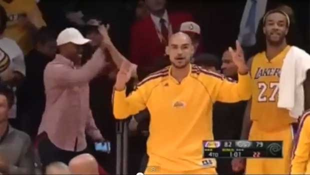 Robert Sacre is a highlight machine on the Lakers' bench. (Photo: YouTube)