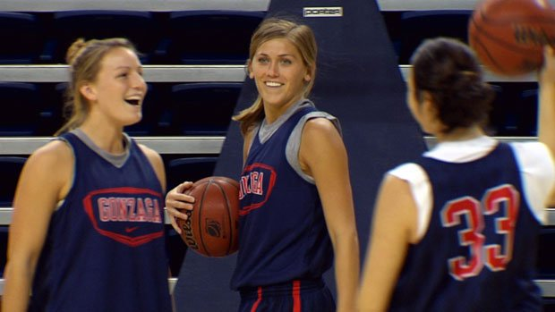 Elle Tinkle (center) will get a chance to play against her sister, Joslyn, who plays for Stanford (Photo: SWX)