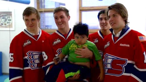 © The Chiefs delivered stuffed animals to sick kids at two Spokane hospitals on Monday (Photo: SWX)
