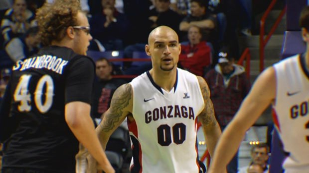 Former Gonzaga center Robert Sacre will be thown into the fire Tuesday against the Houston Rockets (Photo: FILE/SWX)