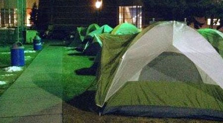Fewer tents than normal were set up outside The Kennel on Thursday, as many students are still away on winter break (Photo: SWX)