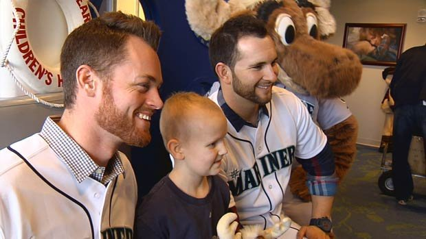 Casper Wells (left) and Charlie Furbush (right) joined Mariner Moose and Mike Blowers in a visit to Sacred Heart Children's Hospital on Wednesday (Photo: SWX)