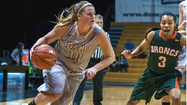 Stacey Barr's 10th double-double leads Idaho to a huge win over the Broncos on Satruday.