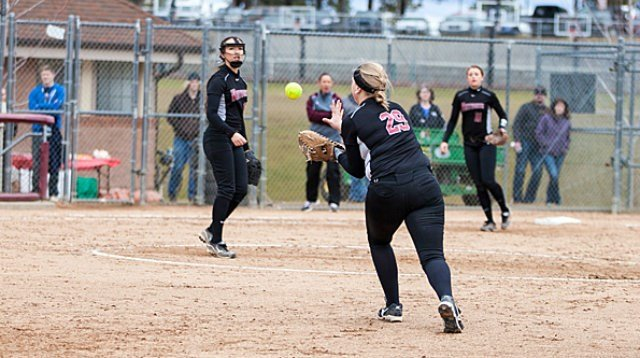 Whitworth softball evened its nonconference series with Eastern Oregon today.