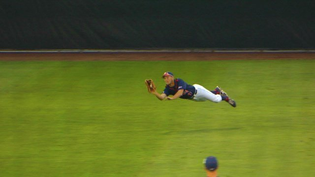 Gonzaga rode out an early surge from Pepperdine to defeat the Waves 6-5 on Friday night.