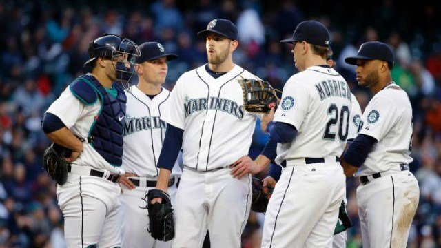 James Paxton surrounded by his teammates on the mound in the Mariners loss. (Photo: ESPN/Twitter)