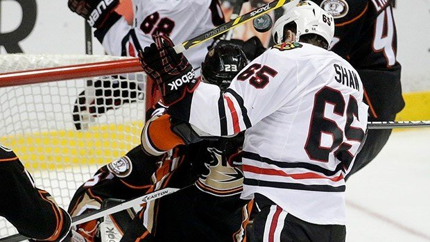 Andrew Shaw attempting the header for the game-winner in 2OT. (Photo: AP/Twitter)