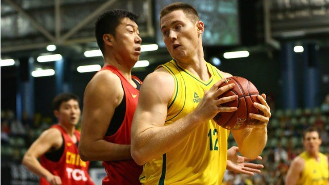 Aron Baynes playing for the Australian national team. (Photo: Zimbio)