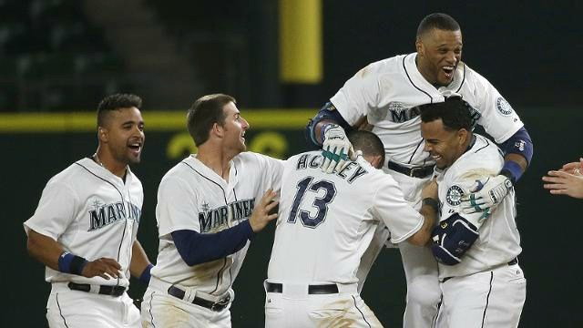 Robinson Cano lifted the Mariners to an 11th-inning walk-off win over Detroit. (Photo: Mariners)