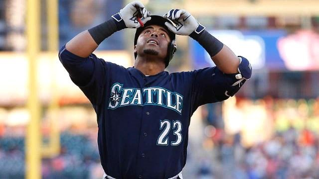 Nelson Cruz extended his hitting streak to 20 games. (Photo: Mariners)