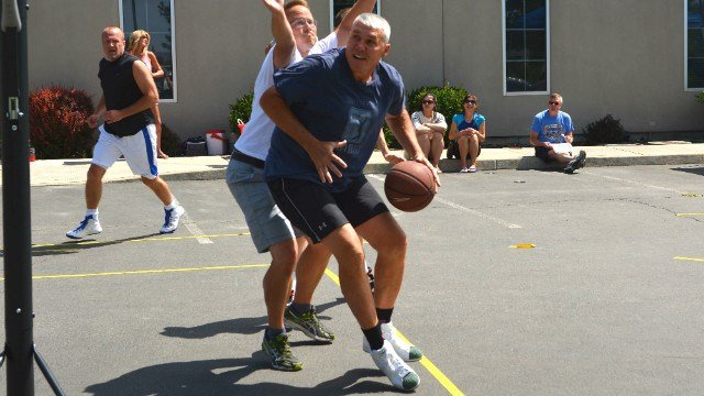 Mark Rypien backing into the basket at the F5 3-on-3 charity tournament. (Photo: Reed Schmitt)