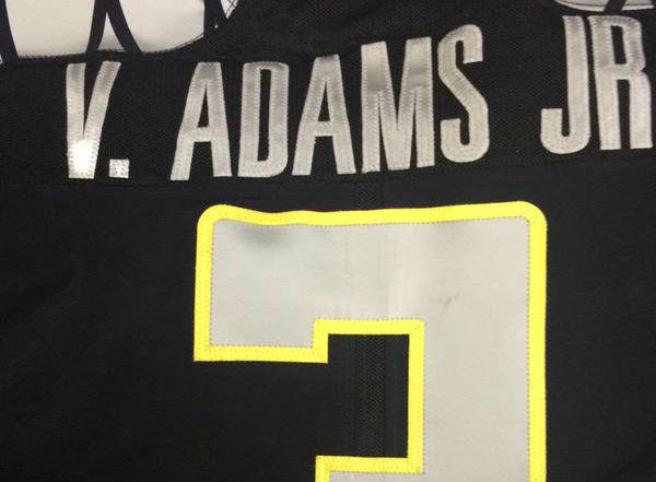 Vernon Adams Jr. is officially part of the Oregon Ducks football team.