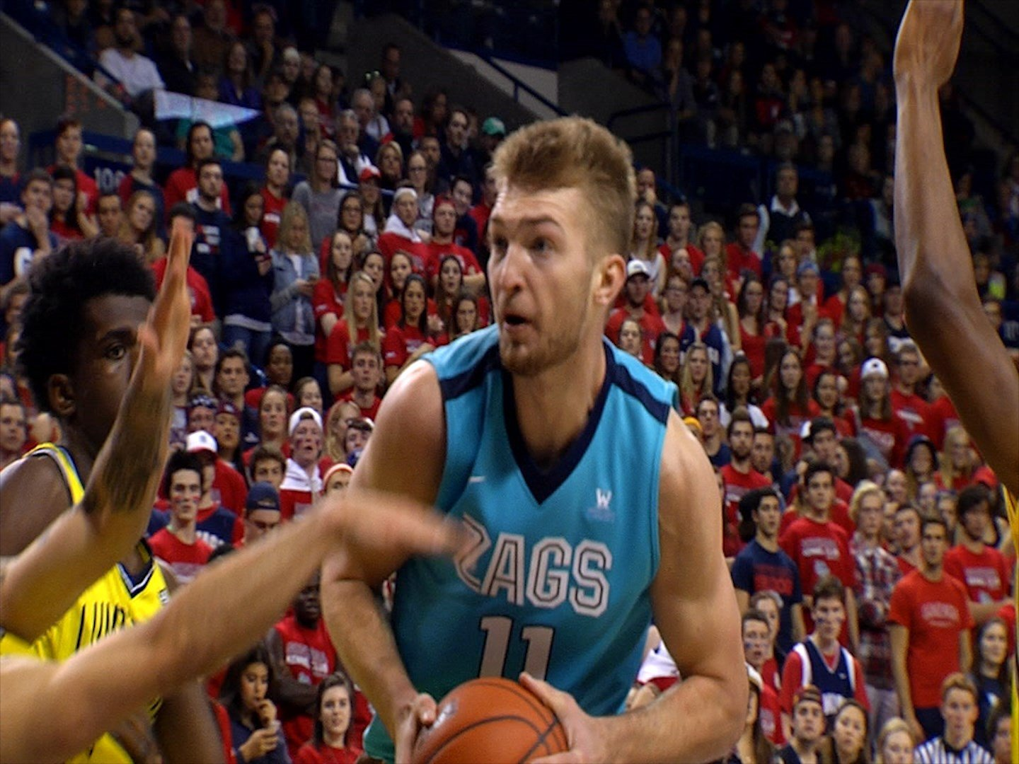 Domantas Sabonis driving to the hoop during GU's 91-52 Win over Northern Arizona